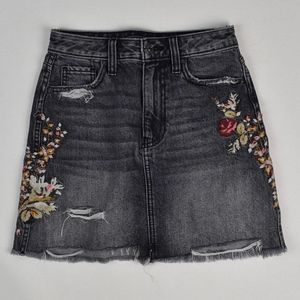 (ABERCROMBIE & FITCH) Embroidered Denim Mini Skirt
